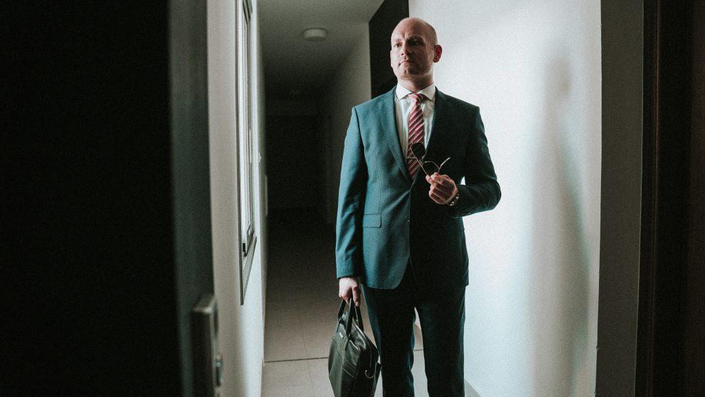Consulting Coach Sören Hinkel standing